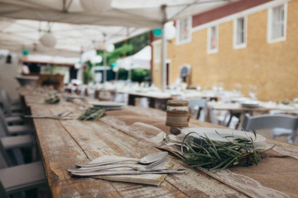 Dřevěný vintage stůl na svatby a akce