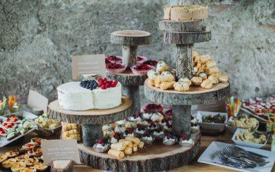Dekorace z kulatiny na svatby a oslavy