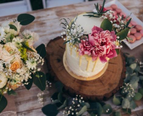 Dřevěná kulatina na svatební dort